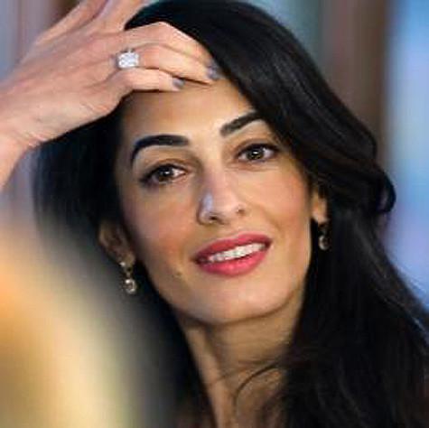 69eb8472aa23 Джордж Клуни подарил Амаль Аламуддин платиновое кольцо с прямоугольным  бриллиантом в семь карат. Фото