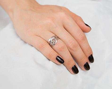 d33f36335a4f Помолвочное кольцо может быть необычной формы. Фото  Антон Барановский.
