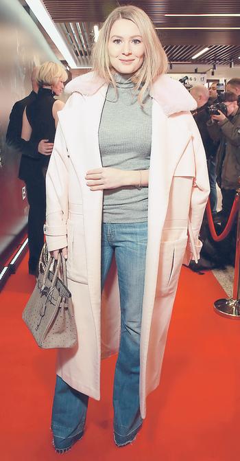Мария Кожевникова: почему пальто розовое?