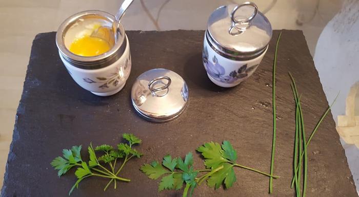 Как приготовить яйца вкодлере