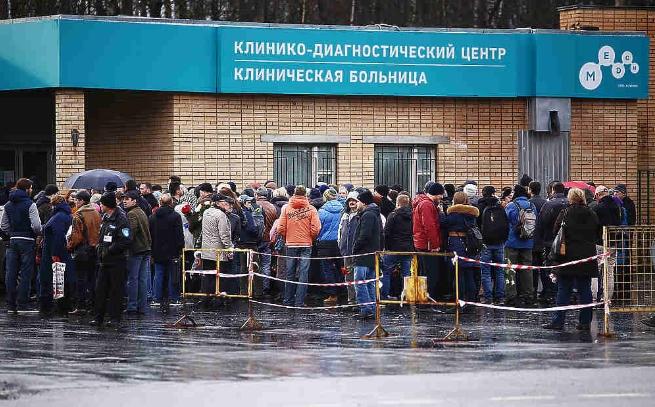 Поклонников пустили назакрытую церемонию прощания сЗадорновым
