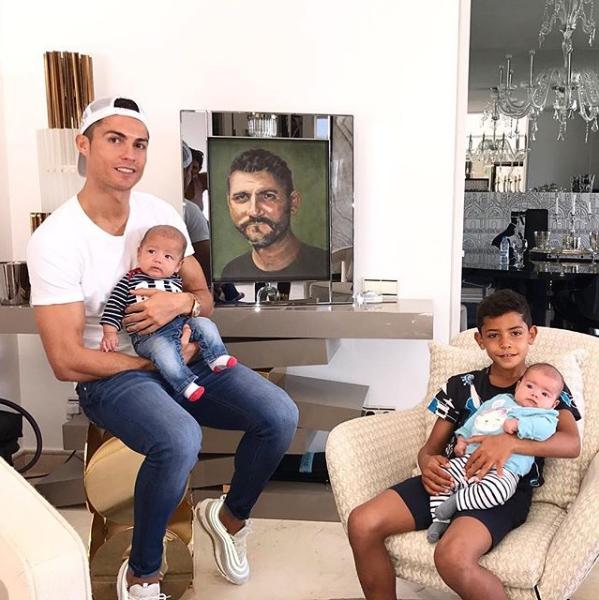 УРоналду родился четвертый ребенок