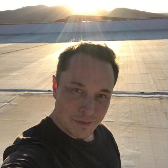 Илон Маск больше нехочет просыпаться один