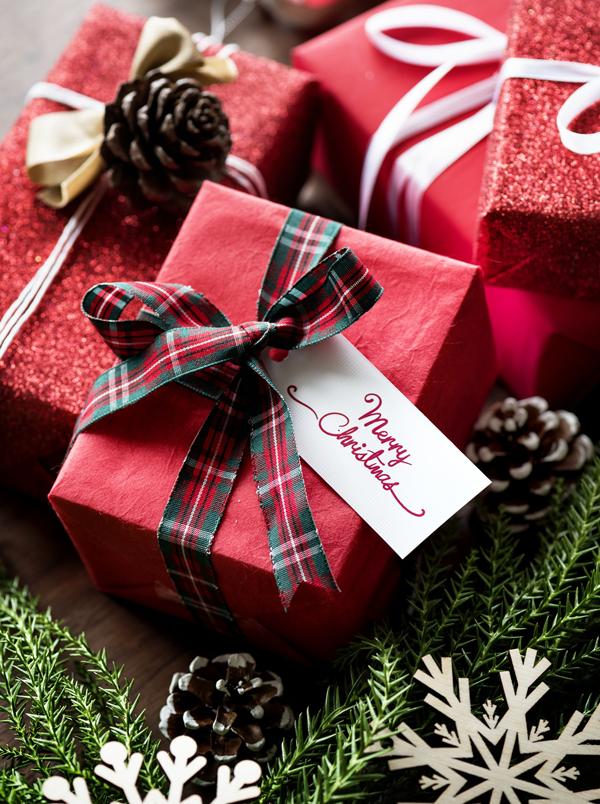 Новогодний переполох: лучшие бьюти-подарки кгрядущему празднику