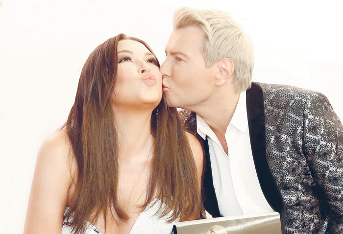 Ирина Дубцова ловит поцелуи Николая Баскова