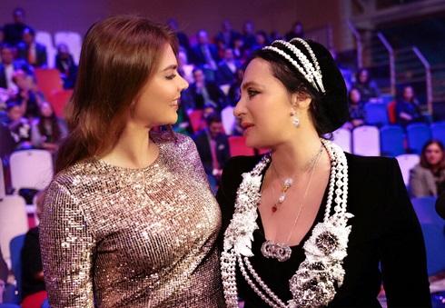 «Золотая» Алина Кабаева покорила всех фигурой иплатьем