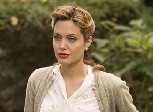 Анджелина Джоли состоит вотношениях