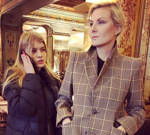 Рената Литвинова выглядит старшей подружкой дочери, анемамой