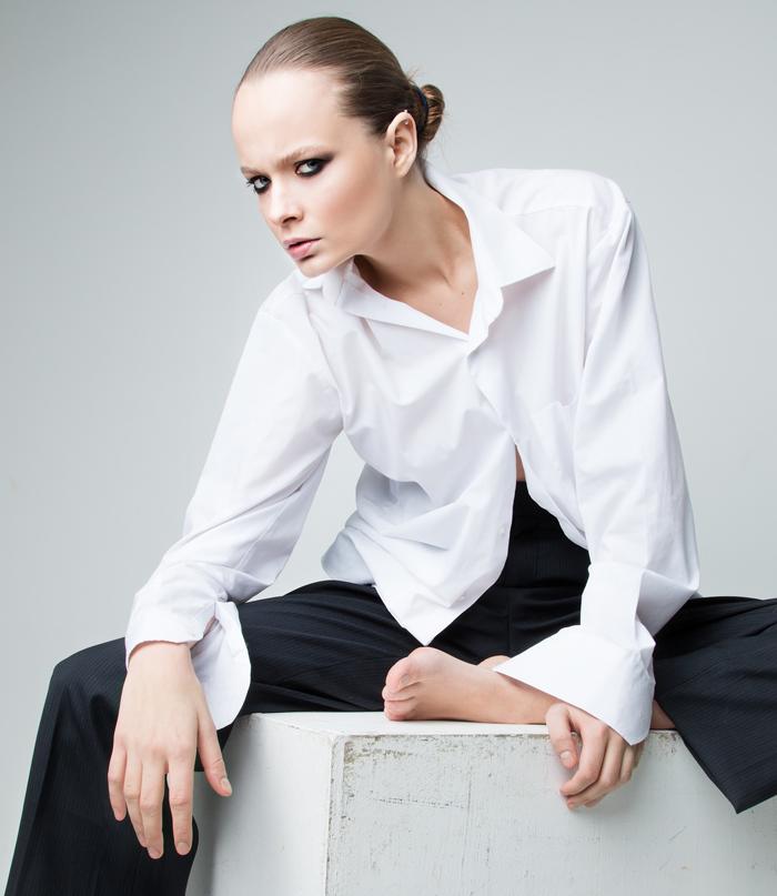 Белый воротничок: как мужскую рубашку «присвоили» женщины