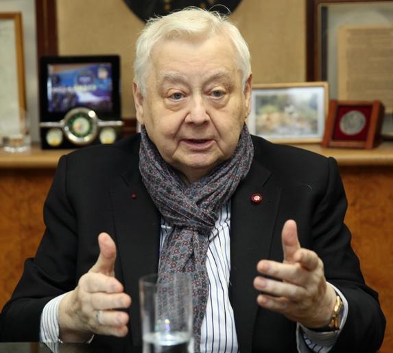 Медики говорят, что Олег Табаков насцену невернется