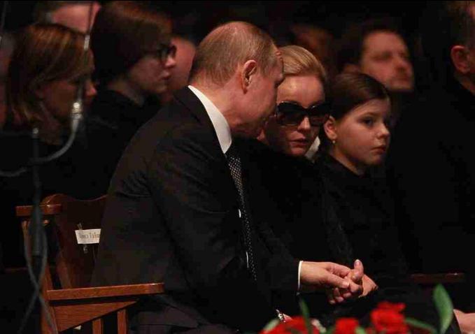 Путин приехал проститься сТабаковым