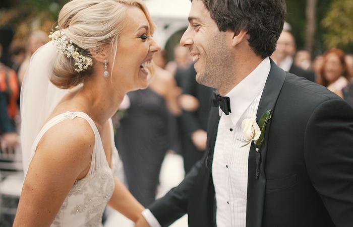 Под цвет платья: главное украшение невесты— улыбка