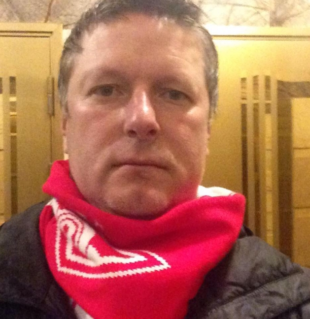 Евгений Кафельников живет смолодой стюардессой